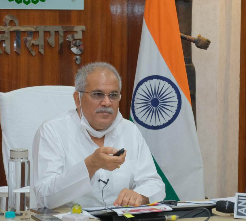 CM interacts with students